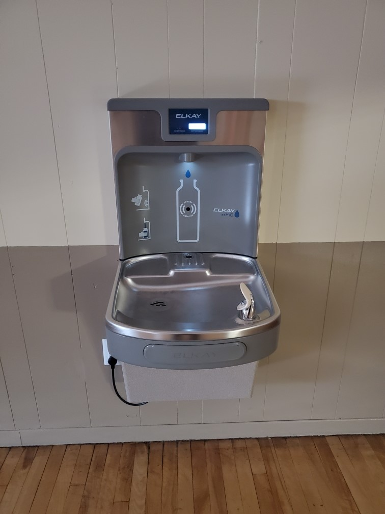 Image of indoor water fountain at arena.